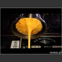 Parzenie espresso w